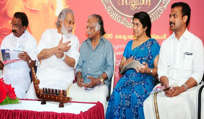 Yesudas and Sreekumaran Thampi at a function in the capital